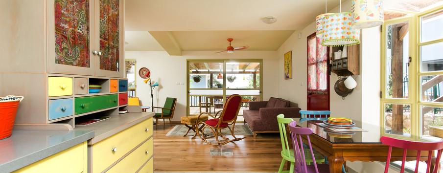 מבט ממטבח לסלון- מרפסת