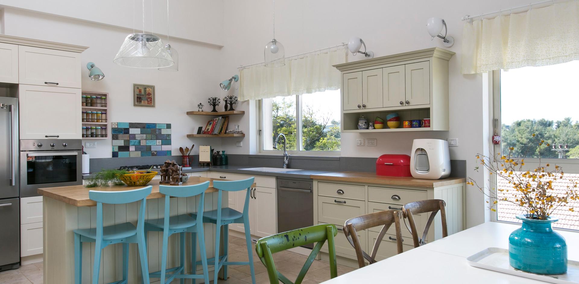 מטבח הבית - גם הוא חלק מהחלל  הפתוח- כפרי ושקט.