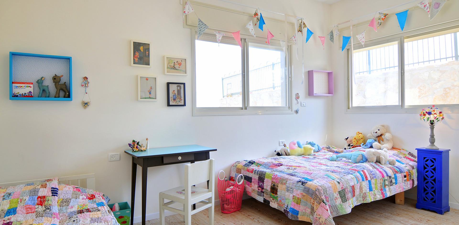 חדר שינה בנות- יצירה עצמית