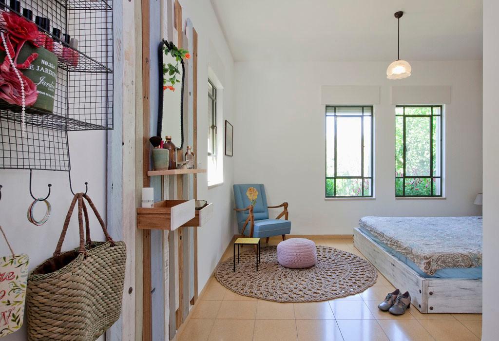 חדר שינה הורים- אוסף יצירות ישראליות;