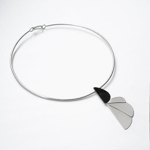 Collar FYSIS Media flor negro