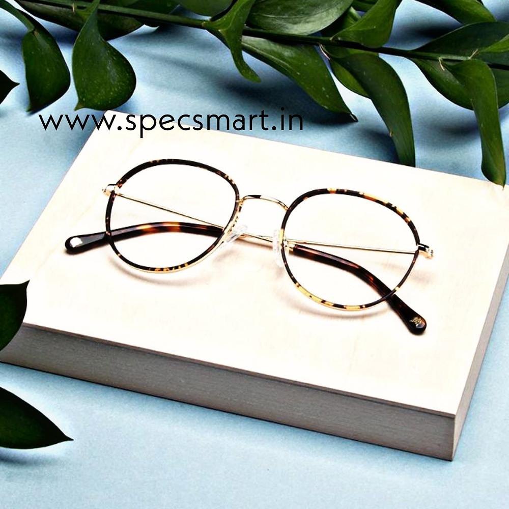 Clear round eyeglass