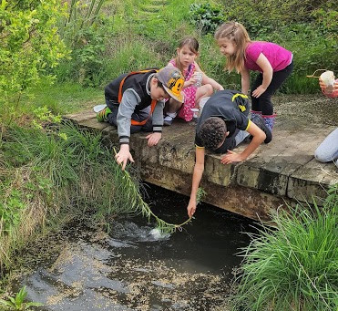 KidsOwn Holiday Club visits local fishing lake