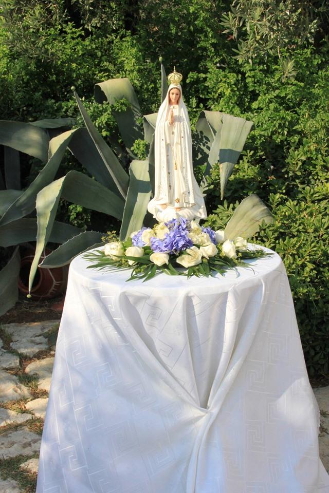 L'hommage à la Vierge