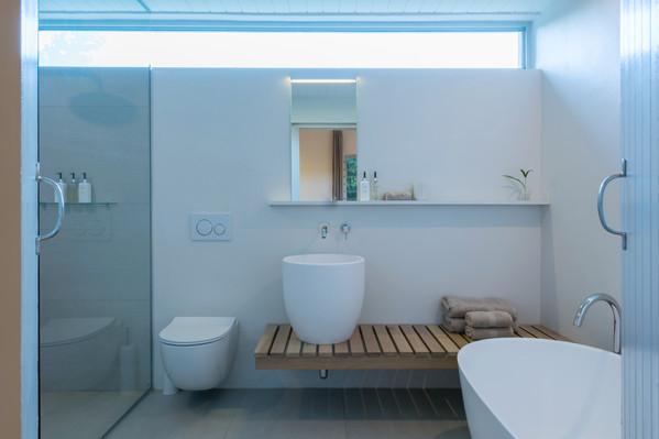 la chataigne guest suite - bathroom #9.J
