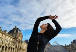 Louvre Dream bigger