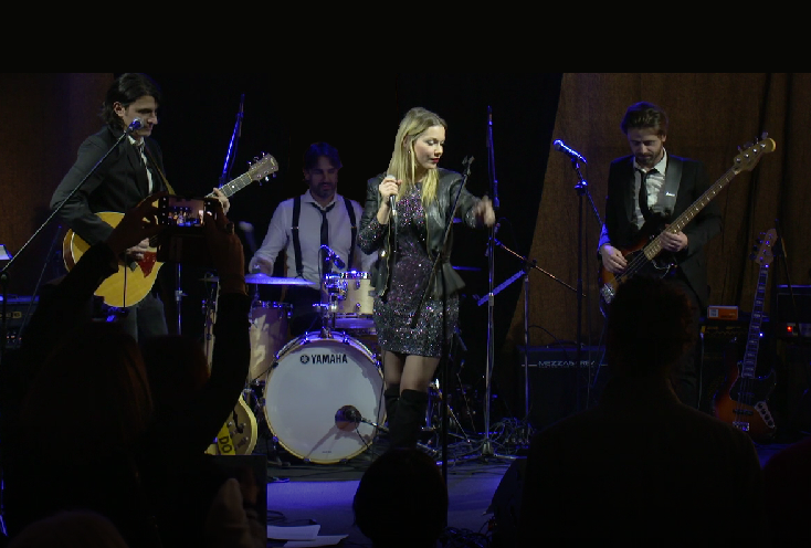 petra keis live on stage thumbnail 3.png