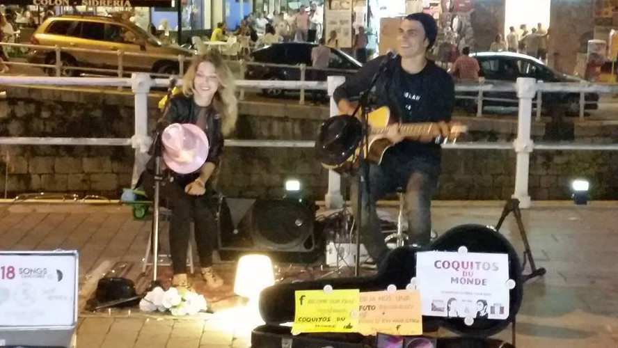 Petra&KEIS, buskers tour in Spain
