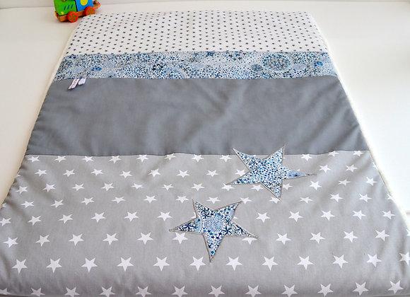 Couverture bébé personnalisable gris et étoiles Liberty Adelajda blau