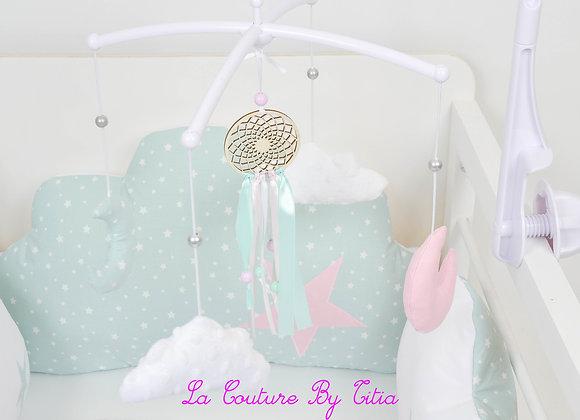 Mobile musical bébé attrape rêves vert celadon, nuage en minky blanc et