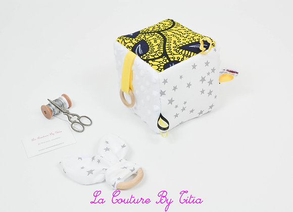 Cube, jeu d'éveil inspiration Montessori minky blanc et WAX jaune