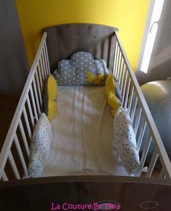 tour de lit nuage jaune et gris