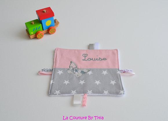 Doudou étiquette gris étoiles, rose et Liberty Mitsi perle avec prénom