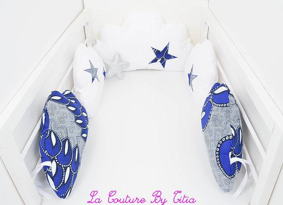 Tour de Lit nuage 5 coussins blanc et étoiles wax bleu
