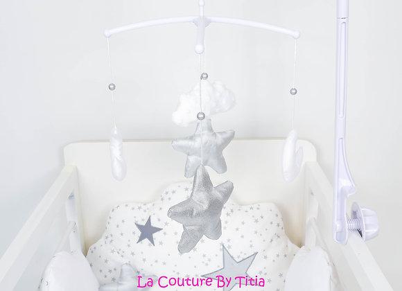 Mobile musical bébé étoiles lune nuage minky blanc et étoiles argent