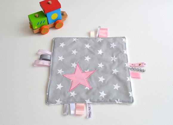 Doudou étiquette étoiles gris à pois et étoiles rose avec prénom