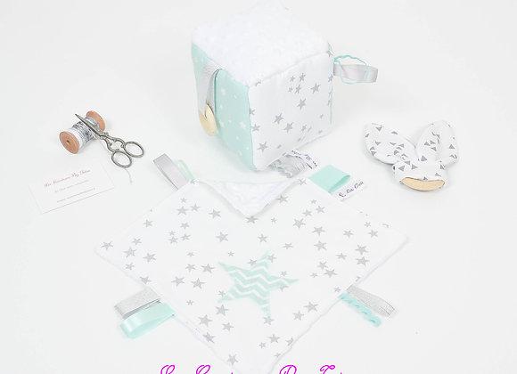 Cube d'éveil inspiration Montessori, hochet et doudou pluie d'étoiles v