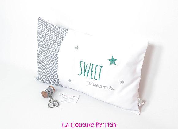 Coussin décoration chambre bébé gris géométrique blanc et étoiles vert paillette