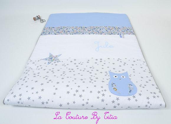 Couverture bébé personnalisable blanc, étoiles gris et hibou Liberty Mitsi denim
