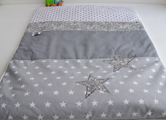 Couverture bébé personnalisable gris étoiles et Liberty Mitsi gris