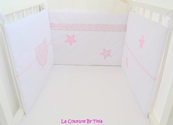 Tour de Lit blanc rose et étoiles Liberty betsy rose buvard