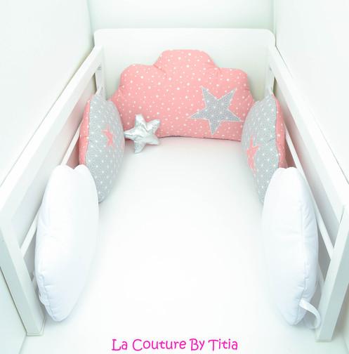 Tour de Lit nuage 5 coussins gris blanc origami japon et étoiles corail