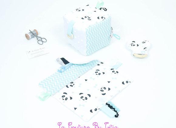 Cube d'éveil inspiration Montessori, hochet et doudou panda et chevron vert