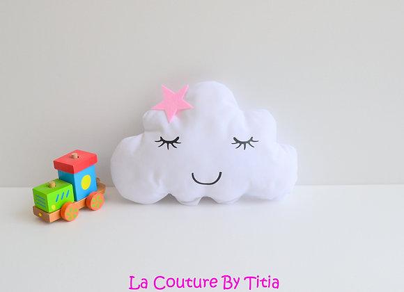 Coussin de décoration chambre bébé en forme de nuage blanc et étoile rose