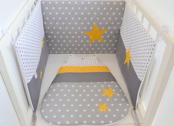 Tour de Lit et Gigoteuse gris blanc et étoiles moutarde