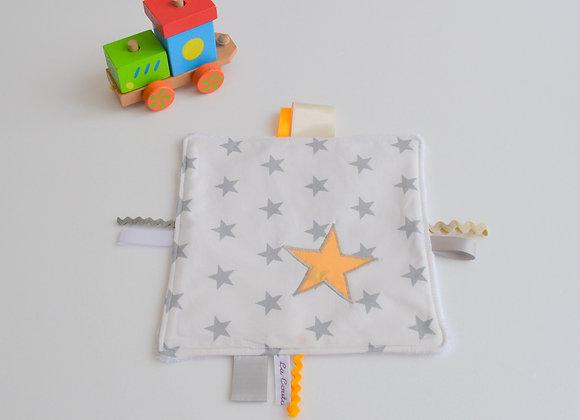 Doudou étiquette blanc gris et étoiles clémentine