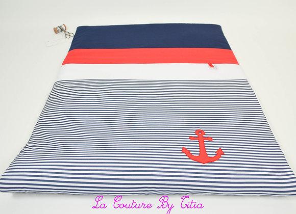 Couverture bébé personnalisable thème marin rayé blanc, bleu et ancre rouge