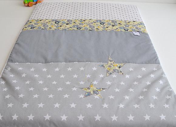 Couverture bébé personnalisable gris et étoiles Liberty Mitsi vervaine