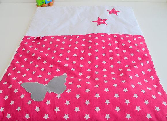 Couverture bébé personnalisable fuchsia à étoiles, blanc et papillon gris