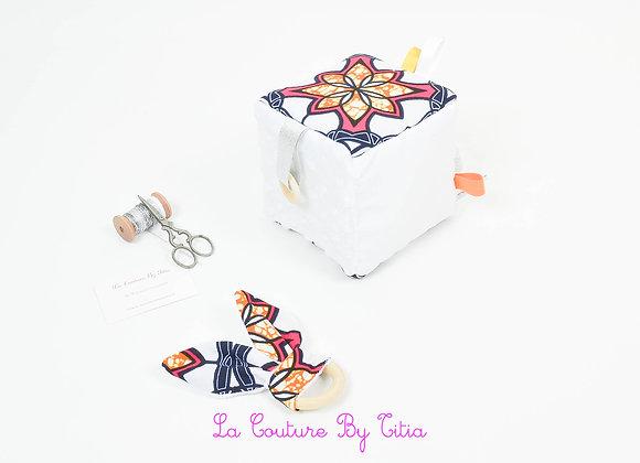 Cube, jeu d'éveil inspiration Montessori minky blanc et WAX fuchsia et orange