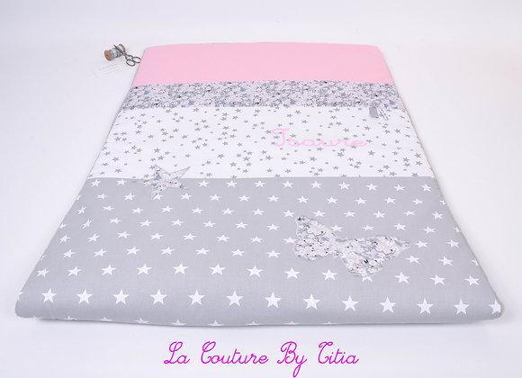 Couverture bébé personnalisable rose, étoiles gris et papillon Liberty Mitsi