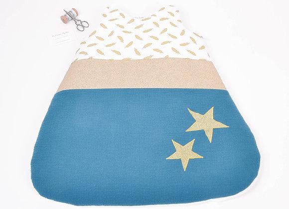 Turbulette gigoteuse double gaze bleu paon, plumes or et étoiles dorées