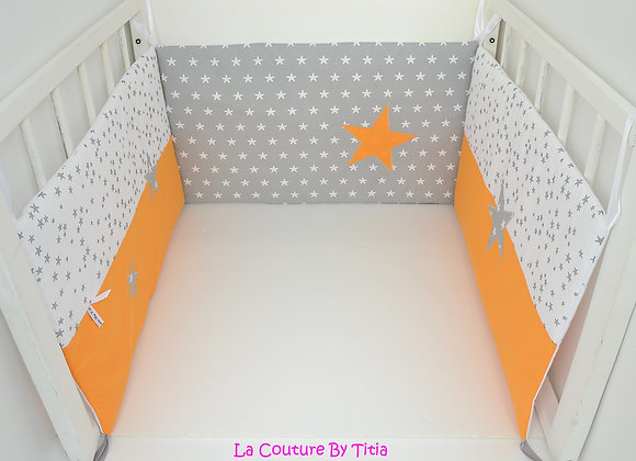 Tour de Lit 70/140 gris,blanc et étoiles orange