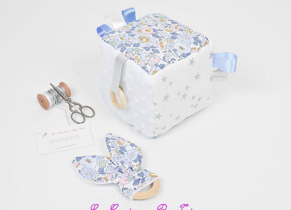 Cube, jeu d'éveil inspiration Montessori minky blanc et Liberty Mitsi denim