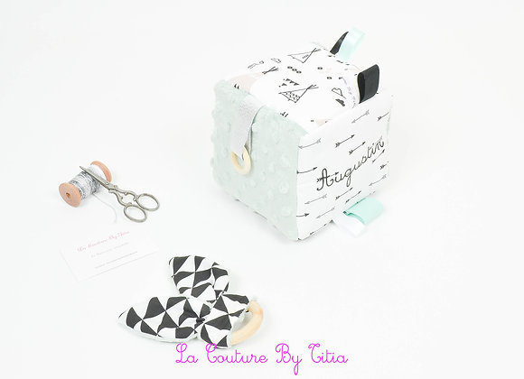 Cube, jeu d'éveil inspiration Montessori minky vert, thème indien ethnique tipis