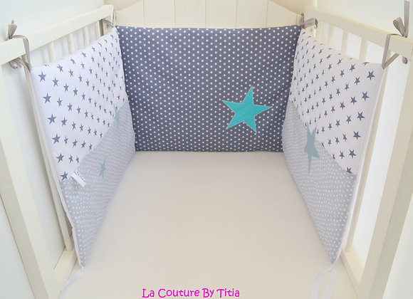 Tour de Lit gris blanc étoiles bleu gris et turquoise