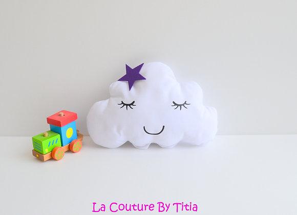 Coussin de décoration chambre bébé en forme de nuage blanc et étoile violet