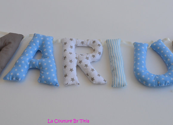 Guirlande prénom lettres décoration de chambre bleu étoiles, blanc et taupe