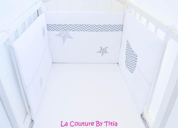 Tour de lit blanc, chevron gris et étoiles argent
