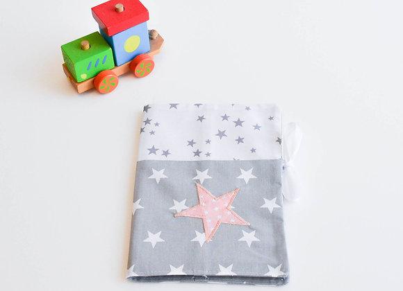 Protège carnet de santé gris, blanc et étoiles rose poudré