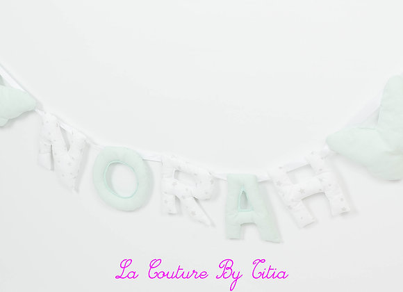 Guirlande prénom lettres décoration de chambre papillons vert d'eau et blanc