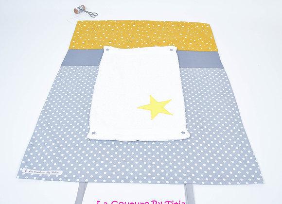 Housse de matelas à langer avec éponge gris à pois et étoile jaune moutarde