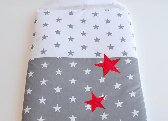Nid d'ange gris, blanc et étoiles rouge