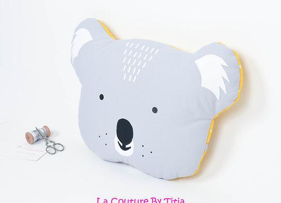 Coussin de décoration de chambre bébé forme koala gris et jaune moutarde