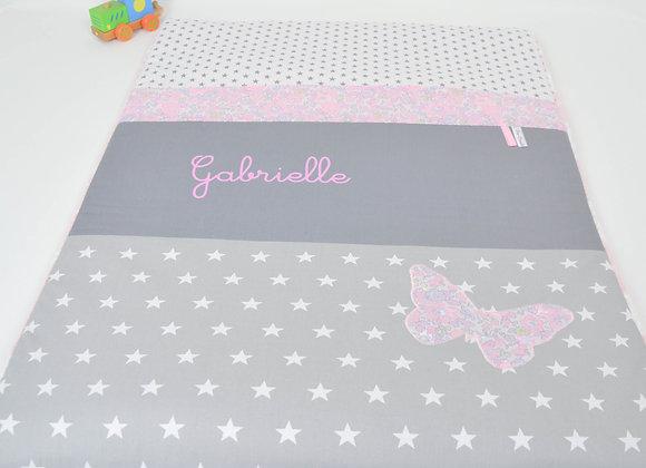 Couverture bébé personnalisable étoiles gris et papillon Liberty Betsy Buvard