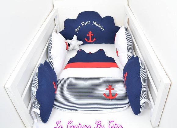 Tour de Lit nuage et gigoteuse thème marin bleu marin, rayé blanc et an